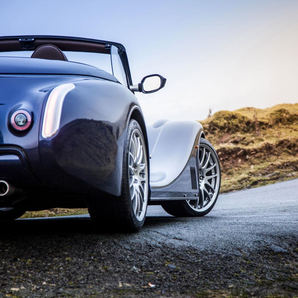 Pierwszy, oficjalny przedstawiciel brytyjskiej legendy motoryzacji.